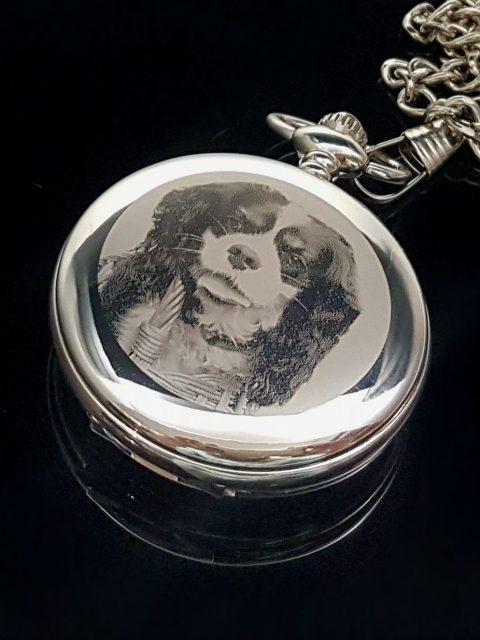 Gravírovaná fotka na vreckových hodinkách  ITAS